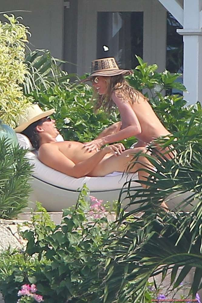 heidi-klum-and-boyfriend-vito-schnabel-enjoys-at-the-beach-in-st-barts-11