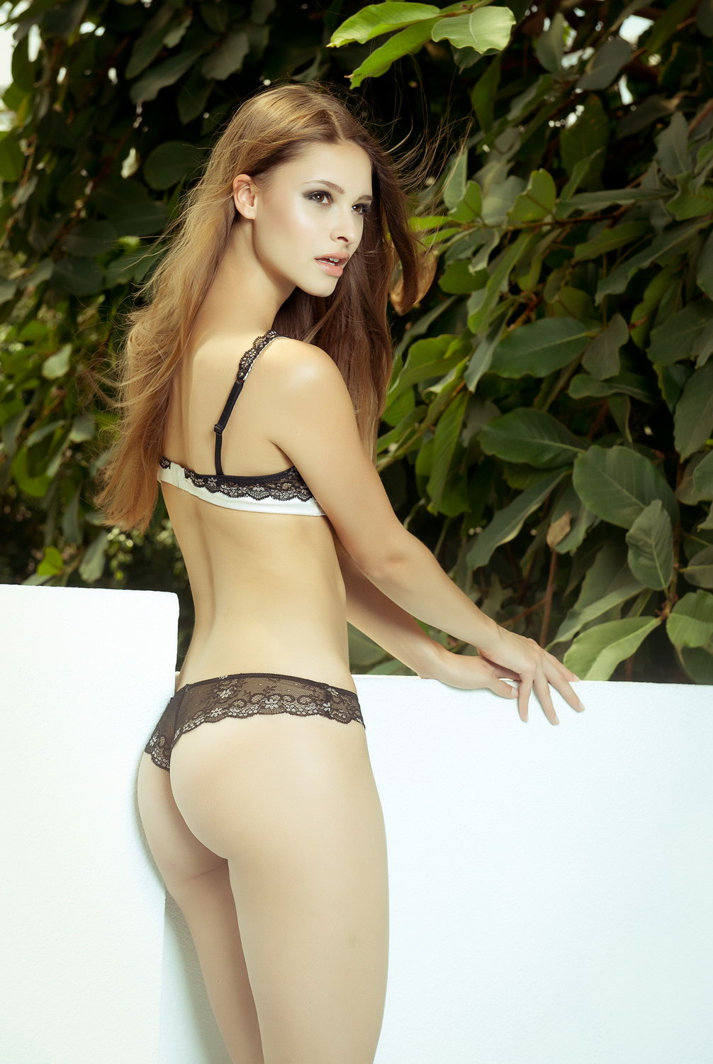 julia-furdea-by-manfred-baumann-04-fhm-shooting_bikini_young_hot_ass